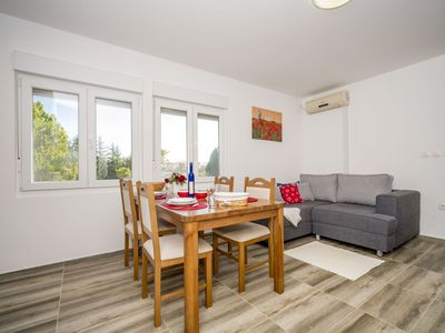 Photo for Cosy apartment for 5 guests with WIFI, A/C, TV and parking