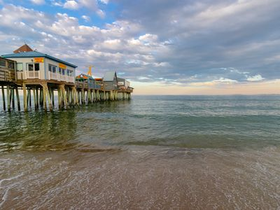 Photo for Lovely condo w/ 2 beach chairs - 1/4 mile to the beach, pier & Palace Playland!