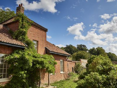 Photo for Beautifully restored throughout, this cottage provides a luxury holiday retreat.