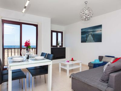Photo for Beautiful apartment overlooking the sea for 4 pax, bright, wifi.