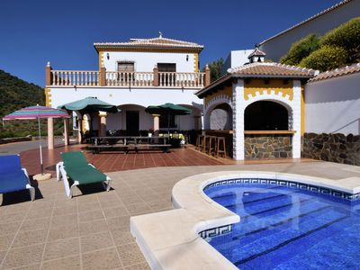 Photo for Beautifully located detached villa with private pool, outside bar and Wifi
