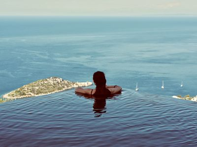 Luminous' infinity pool. A unique experience