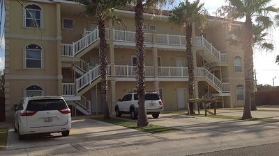 Photo for Ground floor condo. Sleeps 6, 2 bedrooms, 2 bathrooms. Pets allowed. Shared Pool.