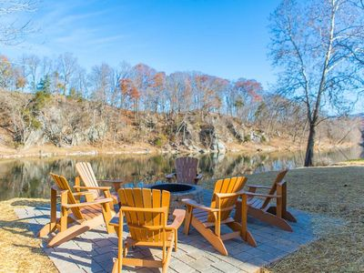 Photo for Gorgeous Riverfront home FirePit Hot Tub Fishing Kayaks!