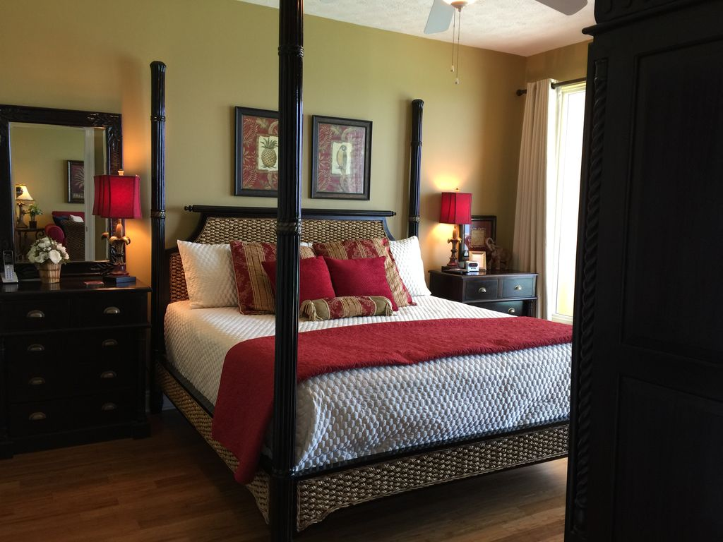 Gulf Front King Master Bedroom With Memory Foam Mattress