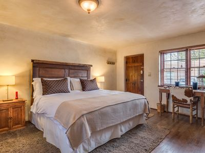 Photo for Casita Amore- King bed, wifi, close to Railyard & Capitol