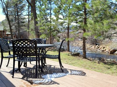 Perfect River Front Cabin - Walk to Downtown - Wifi Included