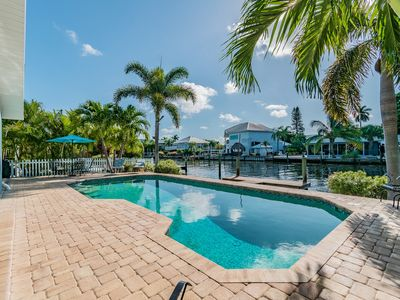 Jackie's Cottage: Heated Pool, Canalfront with Dock, 1.5 Blocks to Gulf Sands!
