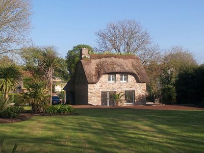 Photo for Delightful Thatched cottage 10 minutes from the beach