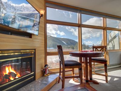 Photo for Enjoy the views to the mountains from confort of the living of this one bedroom at River Bank Lodge!
