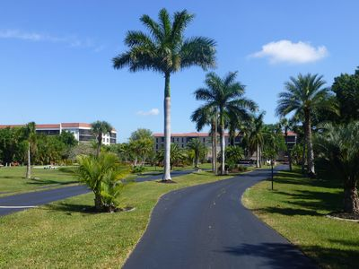 Photo for Enjoy the resort atmosphere at Emerald Pointe and be at the center of it all.