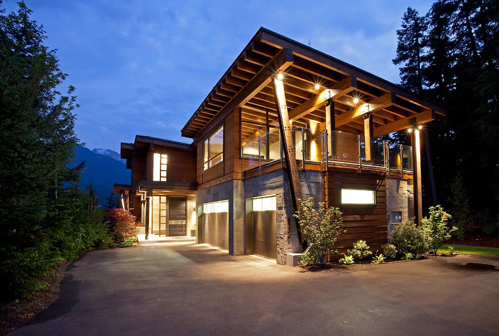 Luxurious modern vacation home vrbo for Vacation mansions