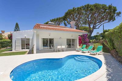 Lovely villa with private pool and gardens LA03 - 1