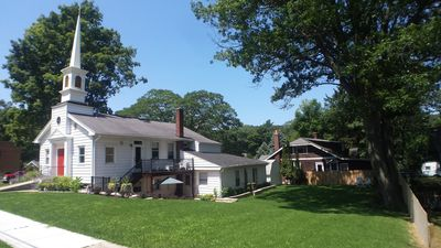 Fantastic for a family/group - walking distance to the best beach in Michigan!