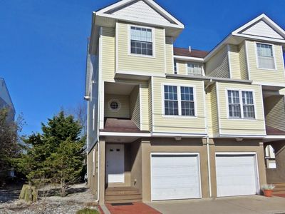 Photo for Spacious townhome centrally located, presented by Homestead Real Estate