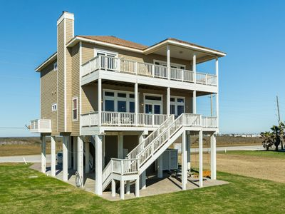 Photo for BEACHFRONT, ROCKING CHAIRS, GREAT FLOORPLAN FOR ENTERTAINING, YOU WILL LOVE IT!