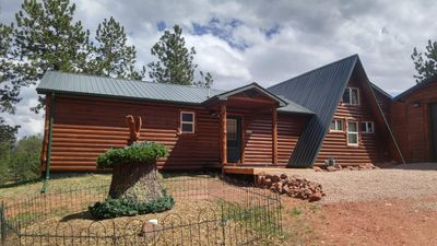 Photo for Beautiful Mountain Cabin With Beautiful Pikes Peak Views !