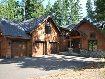 Seclusion in Suncadia - Sleeps 16 with access to pool and waterslides