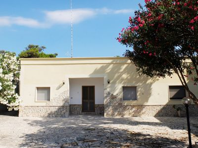 Photo for Villa in the center of Torre Lapillo, 150 meters from the beach, garden
