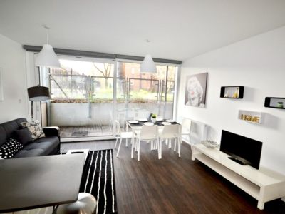 Photo for 2 BEDROOMS FLAT KING S CROSS