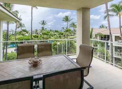 Covered lanai with patio furniture