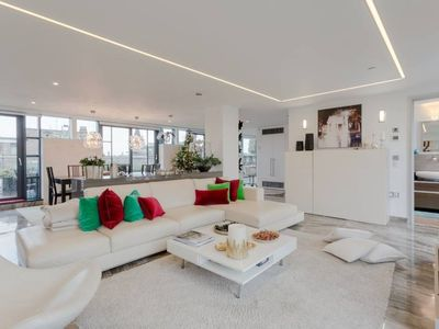 Photo for 2 Bedroom Penthouse Apartment in Pimlico