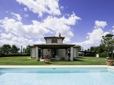Photo for Luxury Villa with Independent Pool in the Cortona Countryside