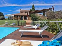 Unbeatable location with fantastic views and excellent pool