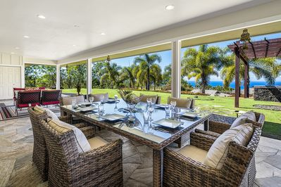 Spacious outdoor dinning for the whole group!