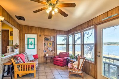 Live lakeside at this Tow vacation rental home!