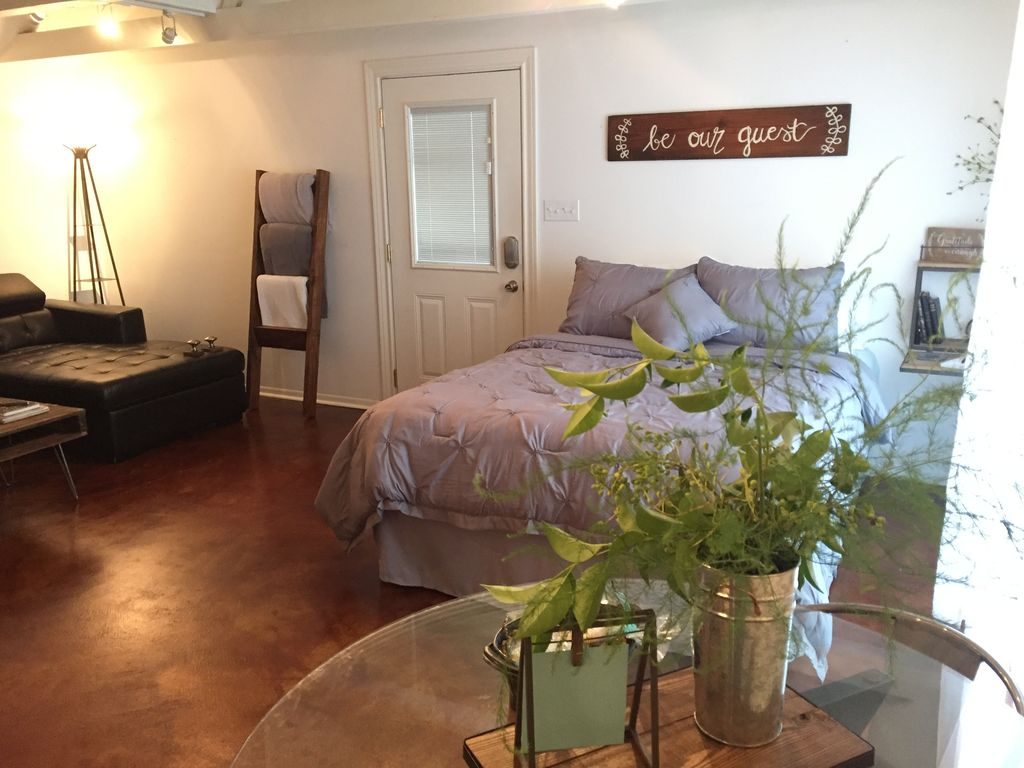 505 pecan lodge guest house waco texas hill country for Pecan house