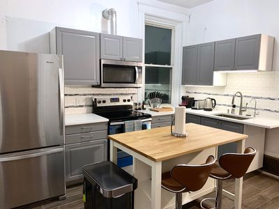 Photo for Upscale 3 BR near UC, DAAP, CCM, Hospital and Zoo w/Parking and Laundry, 2FL