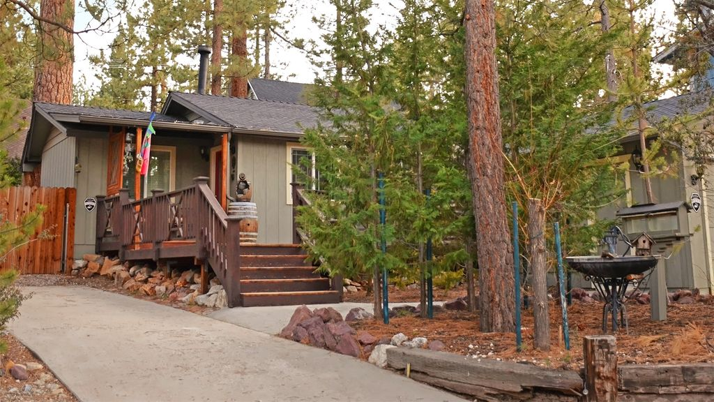 Romantic luxury cabin with fenced yard homeaway big bear for Romantic big bear cabins