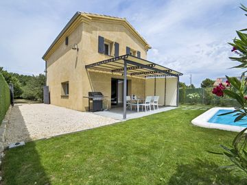 OUSTAOU WITH SWIMMING POOL AND GARDEN