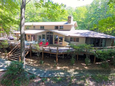 Lakefront home with private dock slip, gas grill, game tables and hot tub!