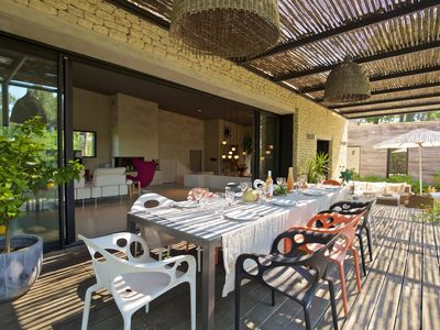 Photo for Large contemporary villa in Provence