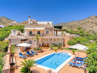 Photo for 4 bedroom villa w/ fantastic views, pool table, pool & games console