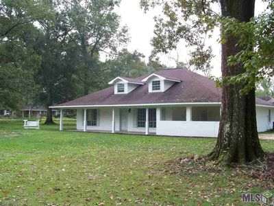Photo for Beautifully Renovated 3,000 square foot home 5 bedrooms 3 bathrooms on large lot