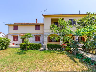 Photo for Rustic apartment with 2 bedrooms, washing machine, air conditioning, WiFi, parking, terrace, garden and barbecue area