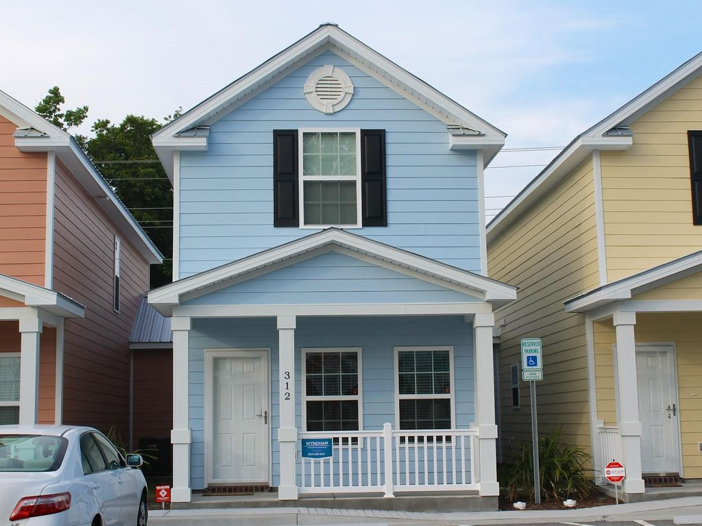 Comfortable and clean townhouse one block homeaway for 2 bedroom townhouse