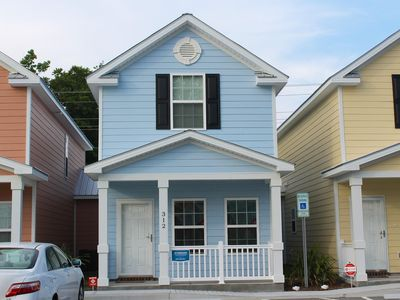 Comfortable and Clean Townhouse, One Block From beach