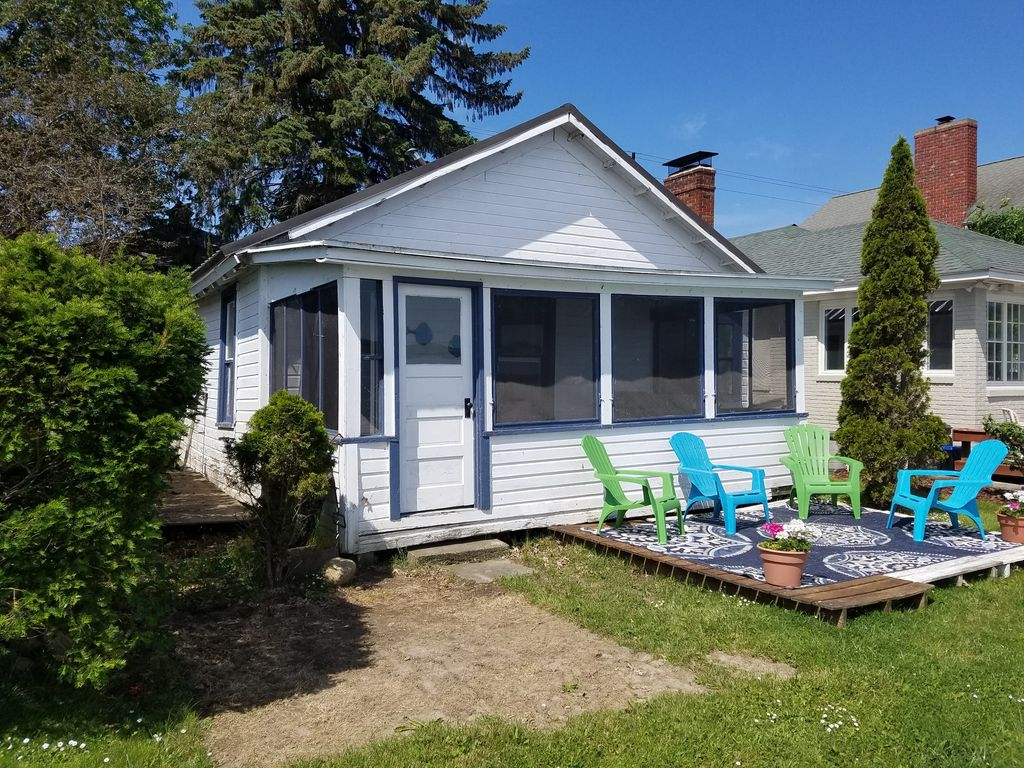 Lakefront Bungalow For You Amp Your Pets 3 M Vrbo
