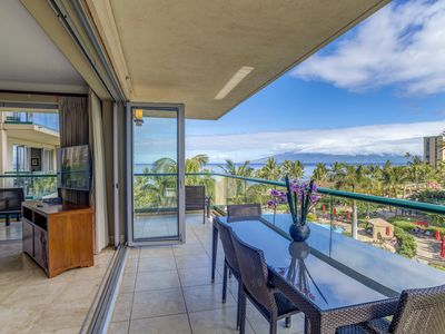 Photo for Hawaii Life Presents One of a Kind Wrap Around Lanai 2BR/2BA Ocean view