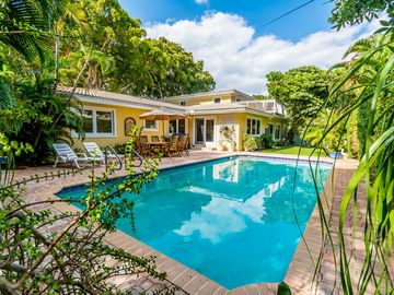 The Orchid House - A Tropical Family Getaway With Pool & Sun Deck Near the Beach