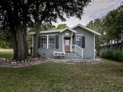 Photo for Broadway Cottage | Convenient Country Location