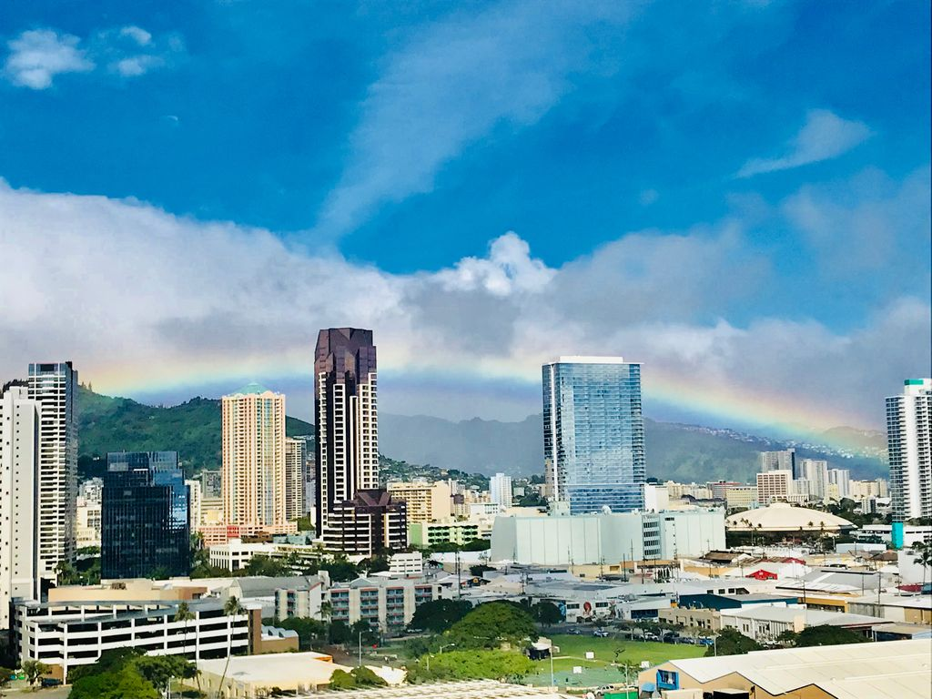Modern luxury condo with Ocean and Diamond Head views. Pool, Hot tub ...