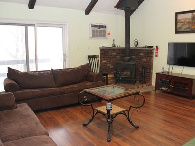 Right on the Camelback Ski Mtn. 4 min Walk to the Slopes. Townhome Sleeps 10