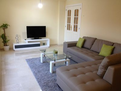 Photo for Immaculate 2 Bed Apt with Parking