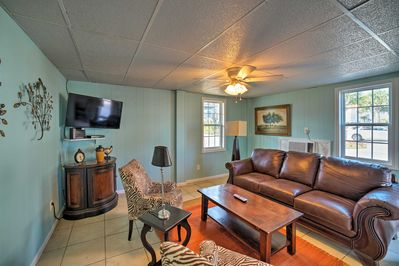 Begin your Surf City holiday at this charming apartment!
