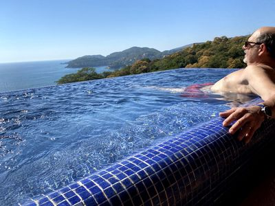 Photo for Zihua Penthouse. View from Top of the World. Dipping pool. Casa Que Ve al Mar.
